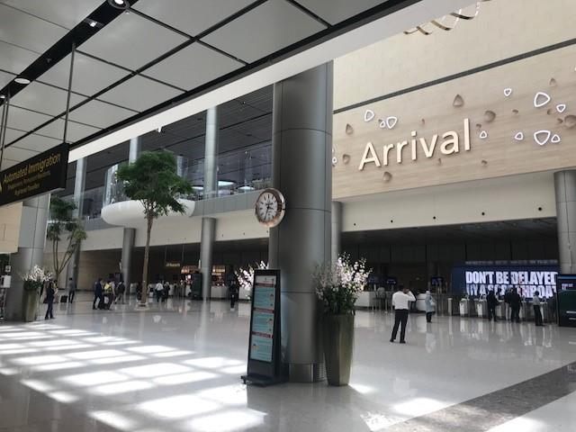 The Arrival concourse in Terminal 4 is already a very apt and unimaginative welcome to a boring Singapore.